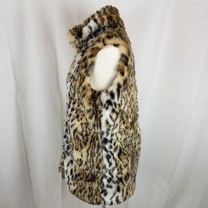Rue21 Jackets & Coats - Fuzzy Leopard print vest